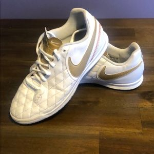 Nike indoor soccer tempo shoe
